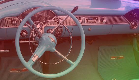 8 piosenek idealnych na samochodową randkę. Bo radio to nie najlepszy pomysł. ☺