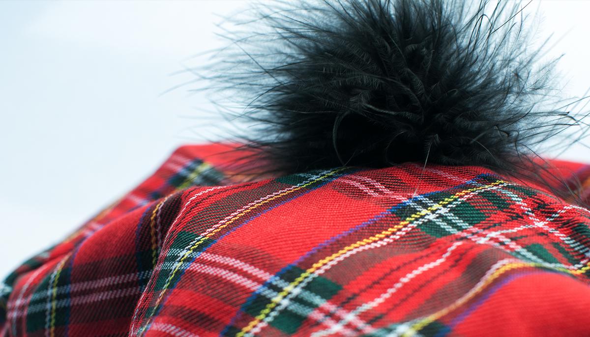 Szkocka krata i pomponik - słodkie i bardzo seksowne