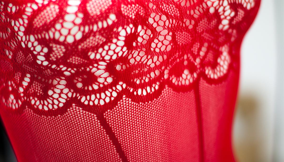 Wyselekcjonowane włókna oraz dodatek elastanu sprawia, że tkanina jest rozciągliwa.